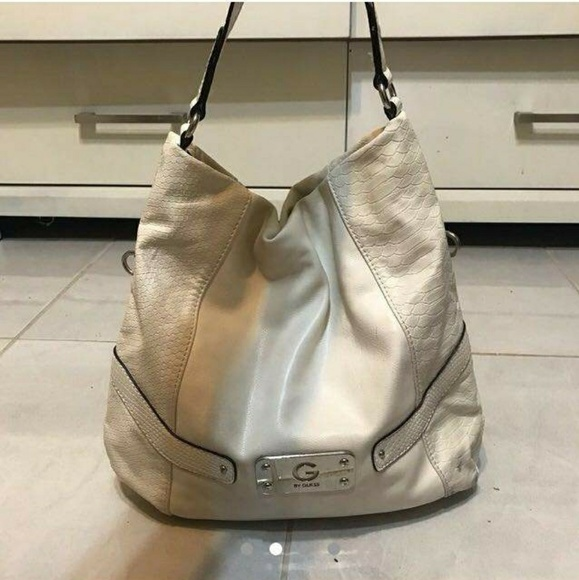 347629a28b White large guess leather purse